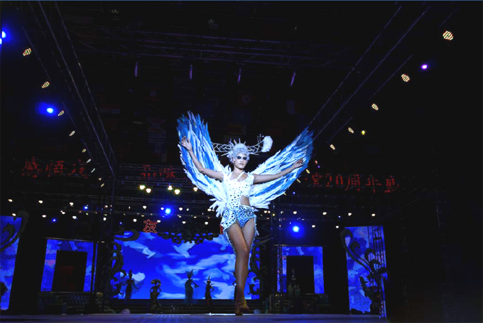 Outdoor Mesh Led Display Screen Indoor Led Mesh Curtain